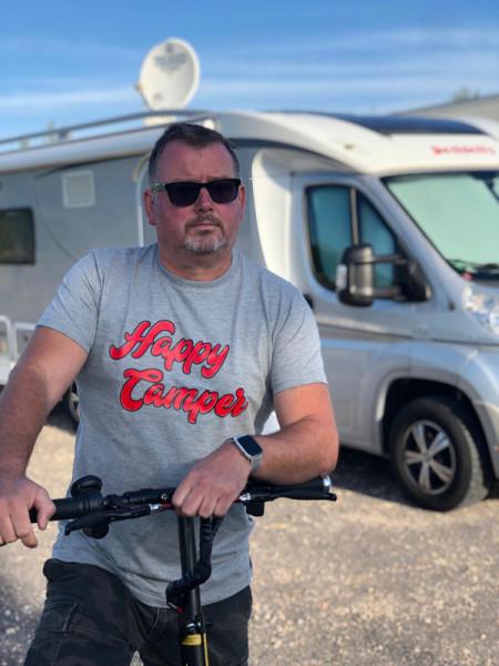 Happy Camper - Herren-Camping-T-Shirt Grau/Rot