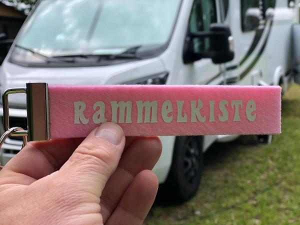 RAMMELKISTE - Schlüsselanhänger für Camper (Rosa)