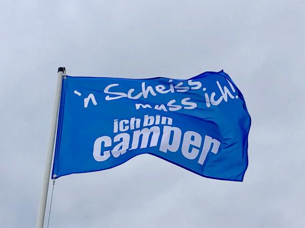 `n Scheiß muss ich! Ich bin Camper-- Camping Fahne - Blau/Weiß